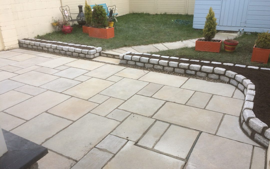 Kota yellow limestone with small granite wall